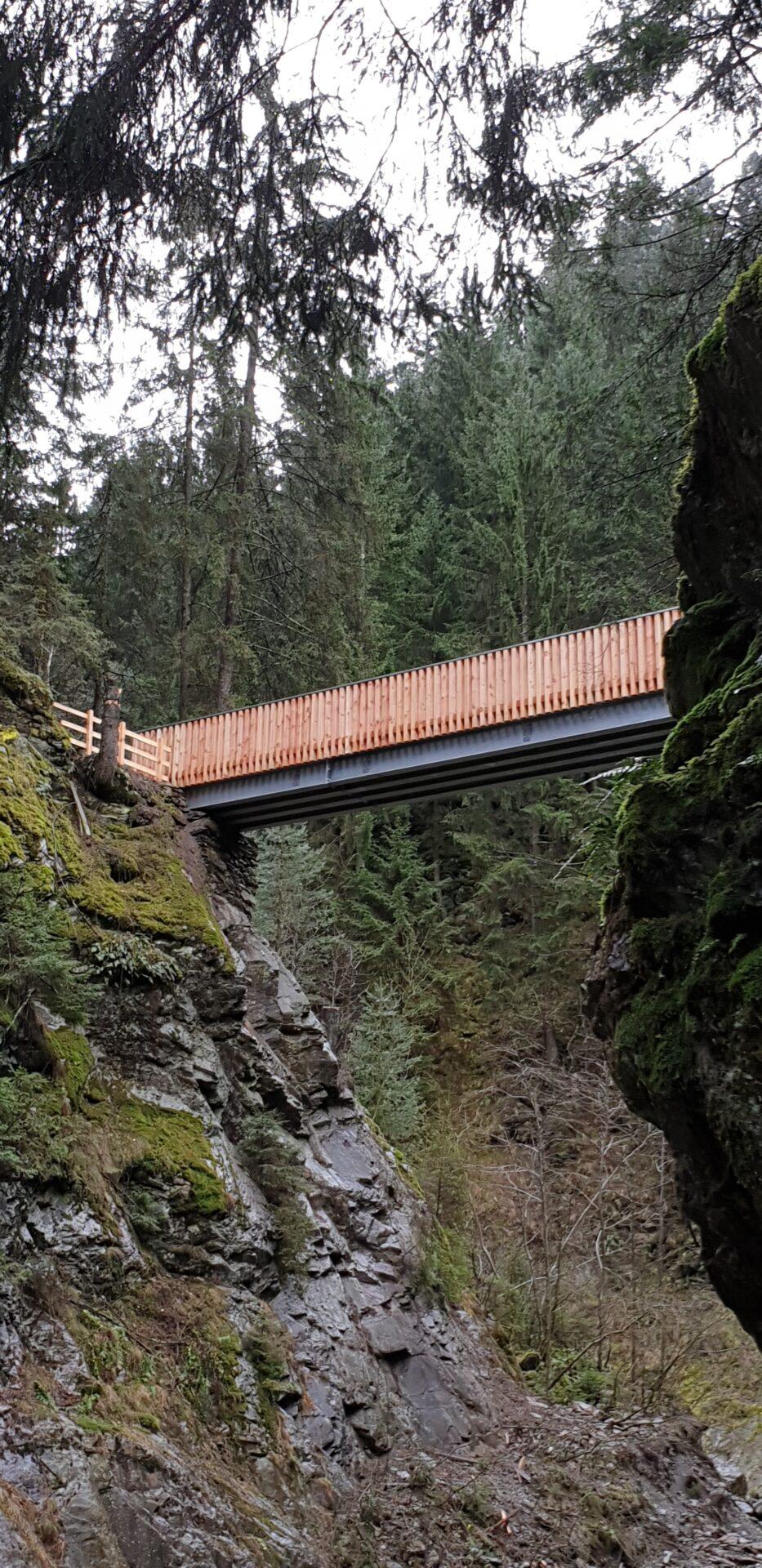 Fußgängerbrücke über den Masulbach Schenna